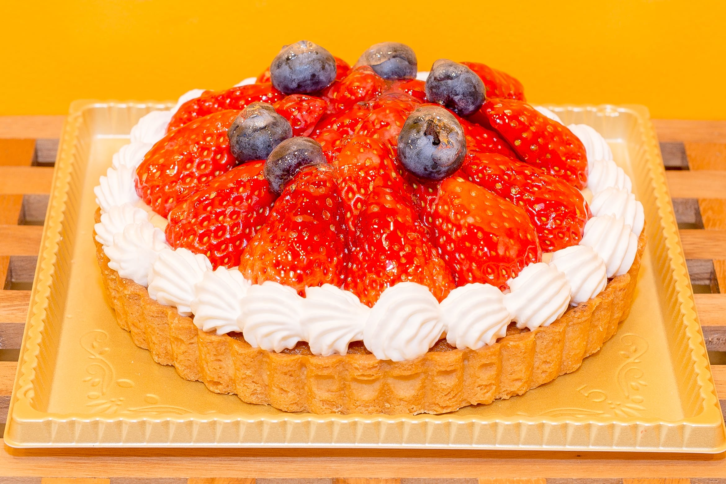 Strowberry Tart Hall Cake